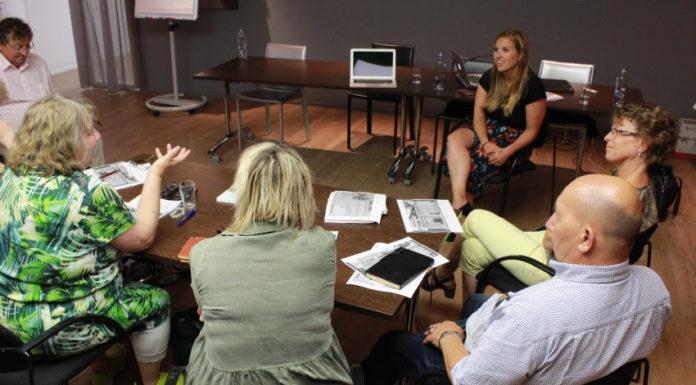 Foto: De voorlichting in groepen levert veel tijdwinst op en zorgt ervoor dat deelnemers zien en voelen dat ze 'niet de enige zijn'. Foto Frederike Slieker