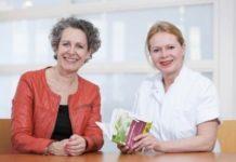 Overhandiging aan dr. Ilse Jannink, oncologisch chirurg, mammapoli Hagaziekenhuis